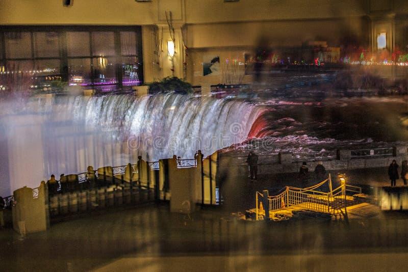 Niagara Falls Vista notturna dalla finestra del negozio