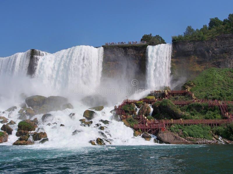 Niagara Falls von unterhalb lizenzfreie stockfotografie