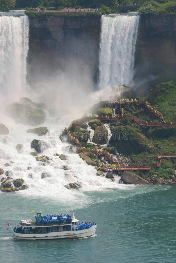 Niagara- Fallsausflugboot stockbilder