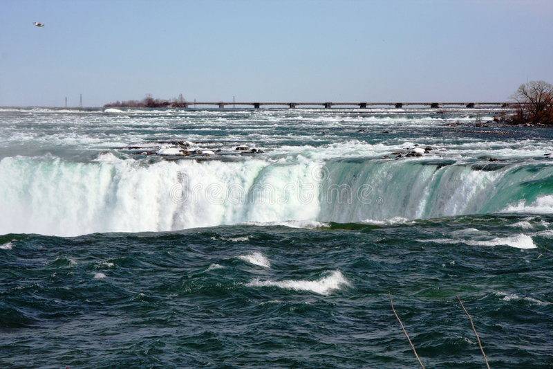 Niagara- Fallsfluß in Kanada lizenzfreie stockfotografie