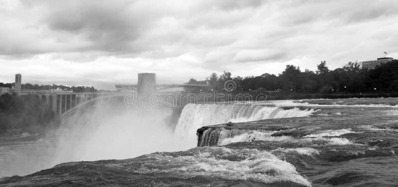 Niagara- Fallsschwarzes u. Weiß stockfotos