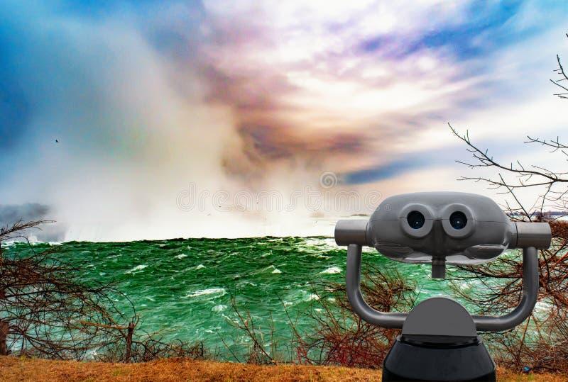 Niagara spada między Stany Zjednoczone Ameryka i Kanada zdjęcia stock
