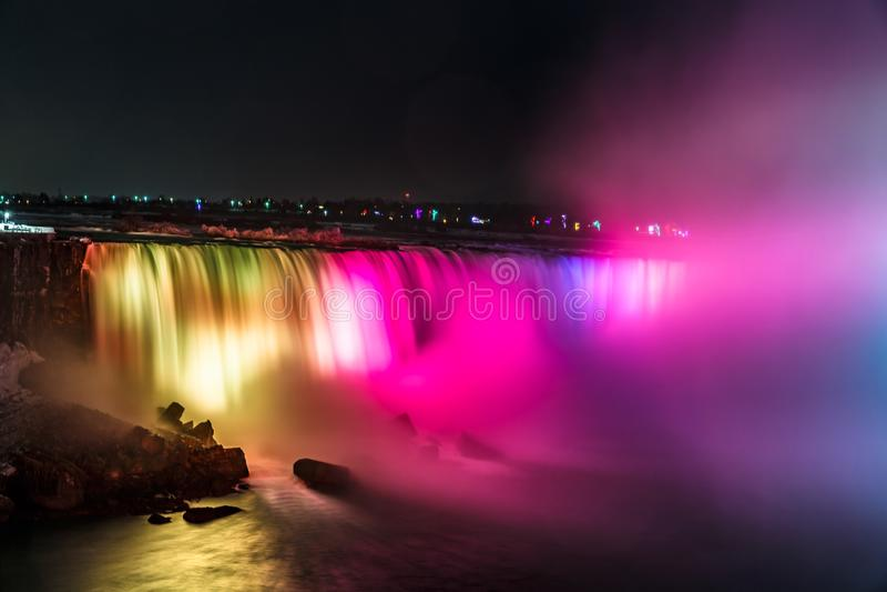 Niagara Spada przy nocą, Ontario, Kanada Granica między usa i Kanada zdjęcia royalty free