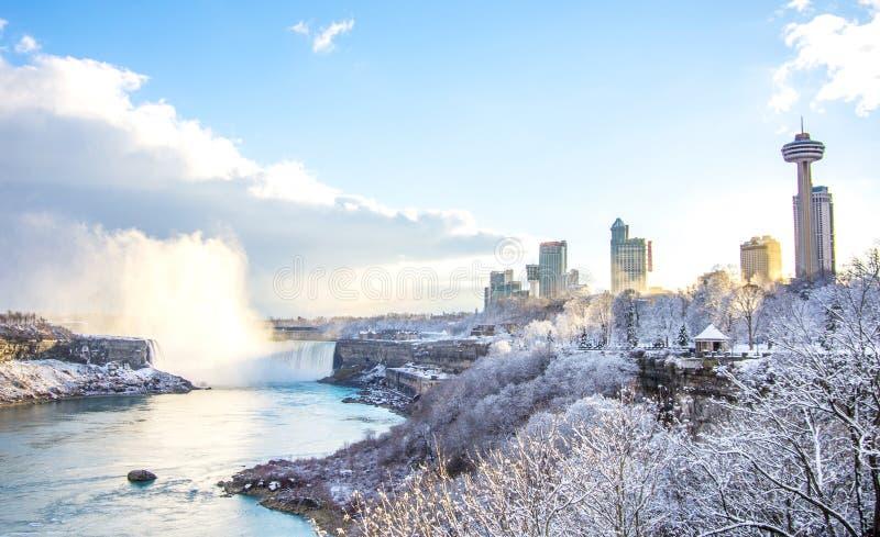 Niagaradalingen in de winter, Canada stock fotografie
