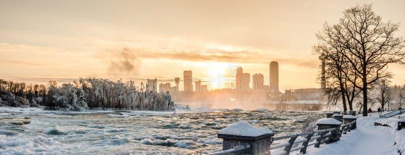 Niagaradalingen in de winter, de V.S. stock afbeelding