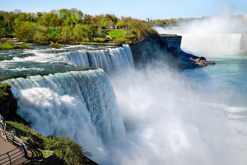 Niagaradalingen in de zomer royalty-vrije stock afbeeldingen