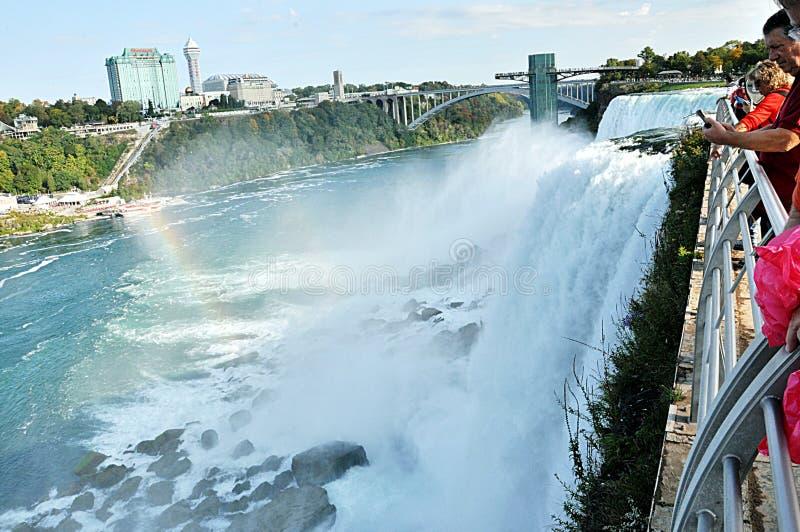 Niagaradalingen met mening van de kant van Canada stock afbeelding