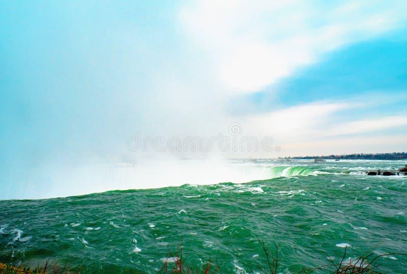 Niagaradalingen tussen de Verenigde Staten van Amerika en Canada royalty-vrije stock foto