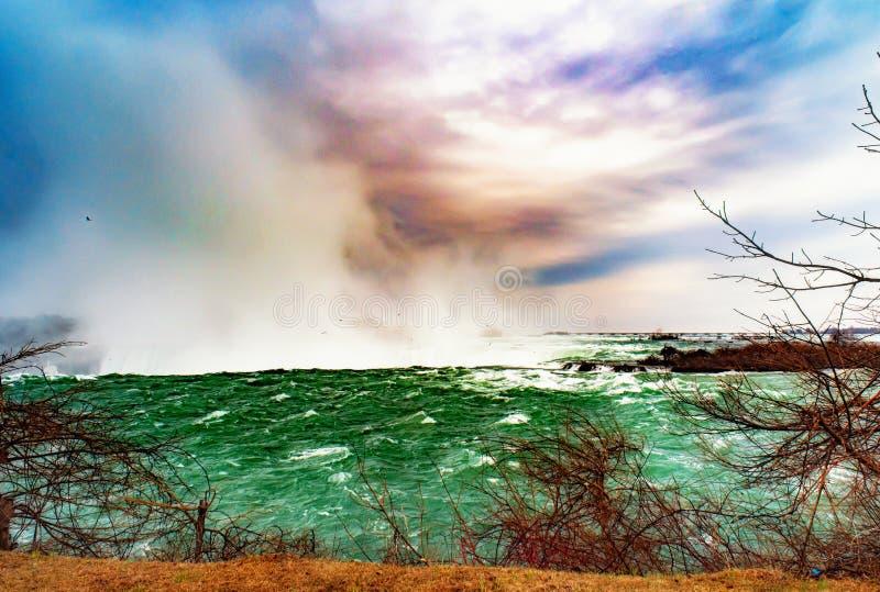 Niagaradalingen tussen de Verenigde Staten van Amerika en Canada stock afbeelding