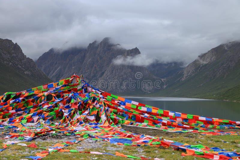 Nianbaoyuze berg och sjöar från Qinghai-provinsen arkivfoto