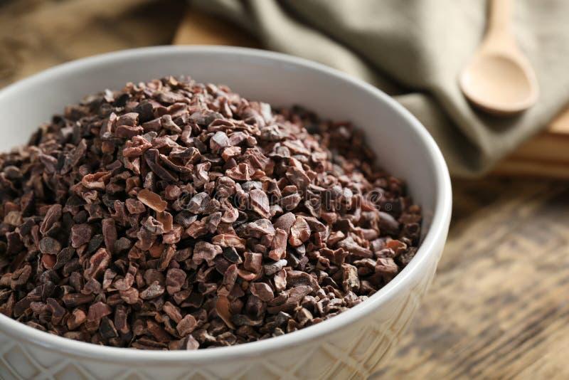 Nibs какао в шаре стоковое изображение rf