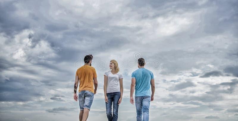 ?nica mulher que escolhe a independ?ncia da liberdade sobre relacionamentos Escolha livre Novo e livre Sentimento livre escolher imagem de stock