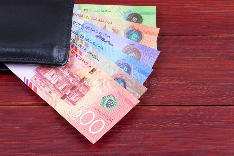 Nicaraguan geld in de zwarte portefeuille stock foto's