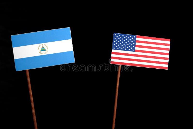 Nicaraguan vlag met de vlag van de V.S. op zwarte royalty-vrije stock afbeelding