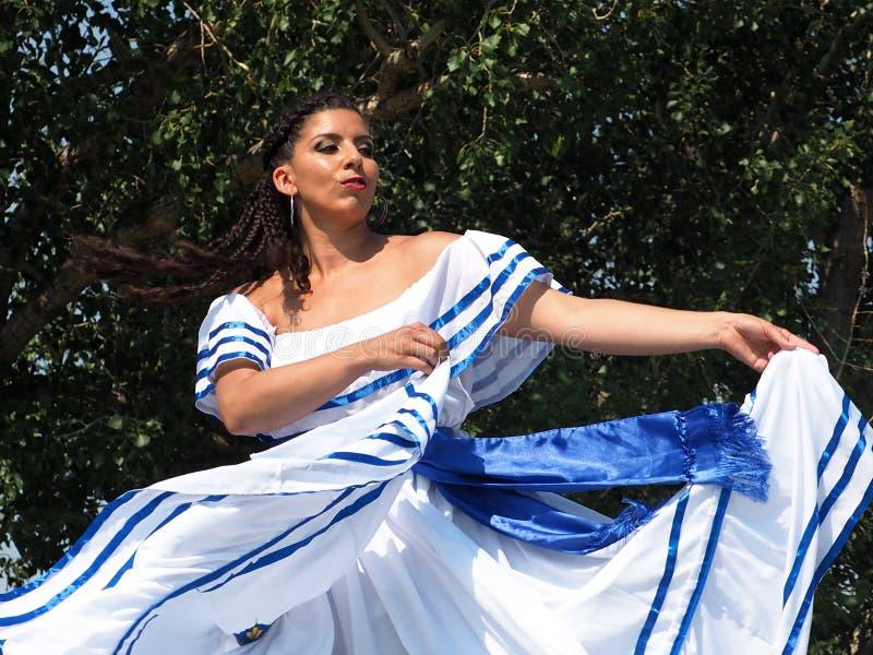 Nicaraguan Vrouw in Traditionele Kleding royalty-vrije stock afbeeldingen
