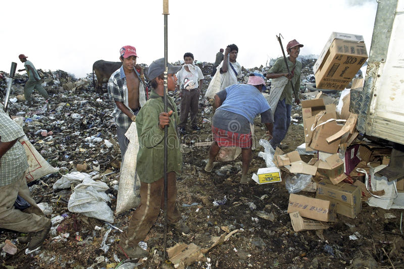 Nicaraguaner, die in der Müllkippe, Managua arbeiten lizenzfreie stockbilder