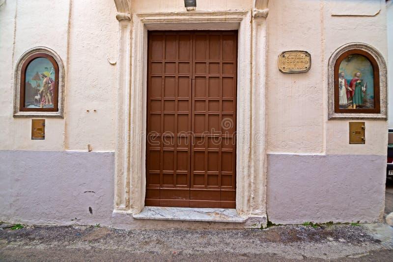 Nicchia avec des autels dans les allées du centre historique de l'écorchure images libres de droits