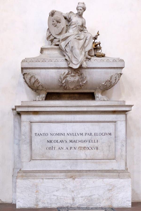 Niccolo马基雅弗利纪念碑三塔Croce大教堂的在佛罗伦萨 免版税库存照片