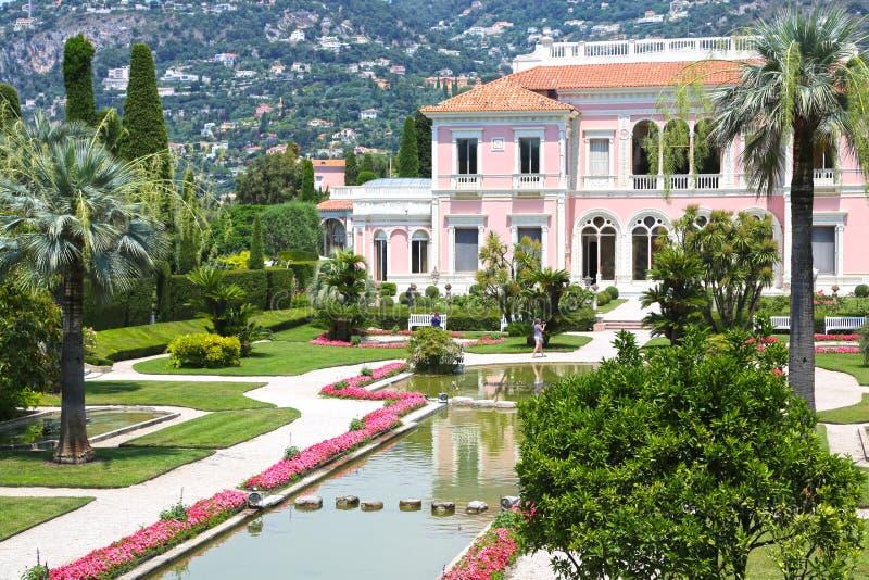 Nice Frankrike Juni 17, 2014: Främre sikt av villan Ephrussi de Rothschild royaltyfri bild