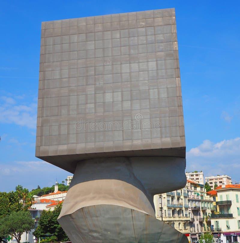 NICE FRANKRIKE - SEPTEMBER 2017: Offentligt bibliotekbyggnad i Nice, Frankrike Byggnad är i form av ett mänskligt huvud med fyrka royaltyfri foto