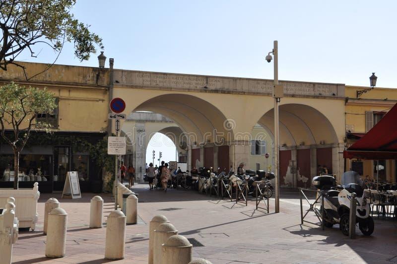 Nice, 5 september: De weg Charles Felix van de Oude Stad van Nice plaatsen stock foto