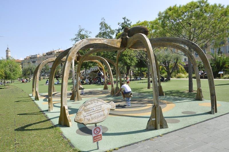 Nice, 6 september: Het Park van het stadscentrum op Prommenade du Paillon van Nice op Kooi D 'Azur in Frankrijk stock foto's