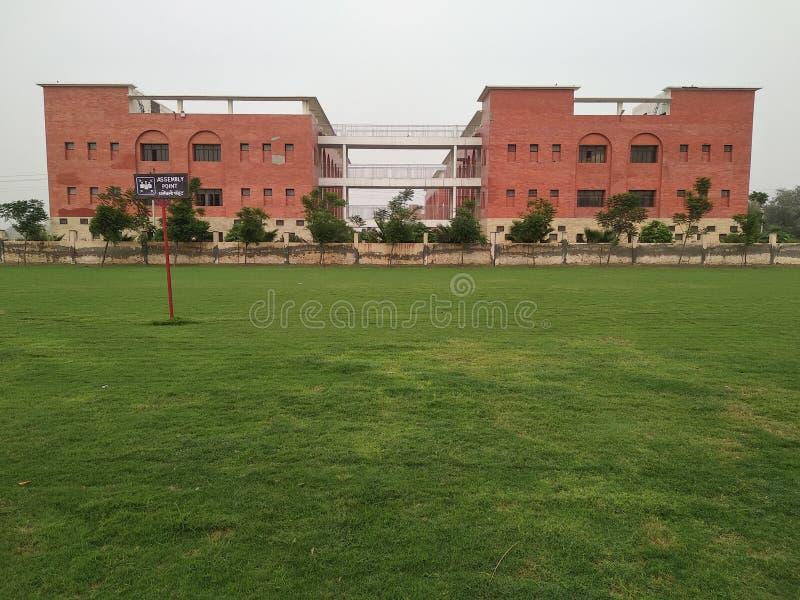 Nice skola i baglaen Hisar Indien arkivbild