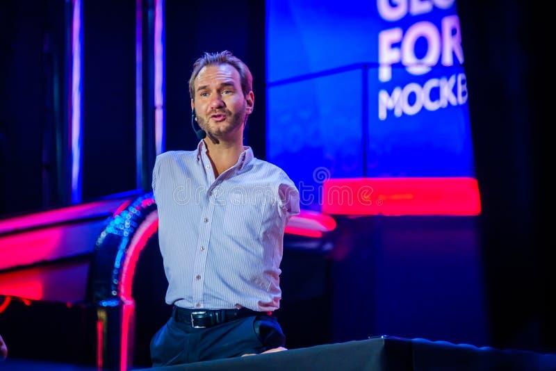 Nicholas James Vujicic habla en el foro global 2017 de la sinergia imagen de archivo
