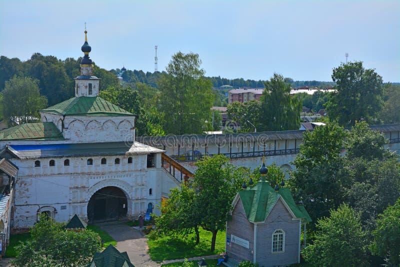 Nicholas The Wonderworker & x27; kyrka av det 18th århundradet i den Goritsky kloster av Dormition i Pereslavl-Zalessky, Ryssland arkivbild