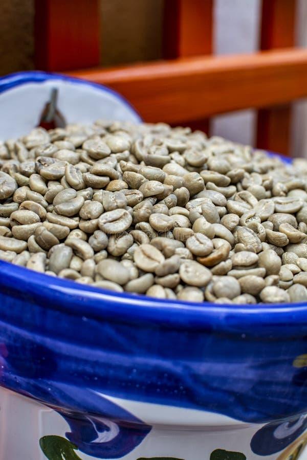 Nicht geröstete Zehenbohnen ohne Koffein lizenzfreie stockfotografie