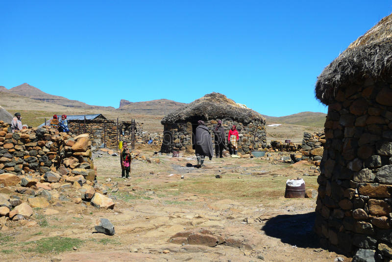 Nicht identifizierte Familie an Sani-Durchlauf, Lesotho lizenzfreie stockfotos