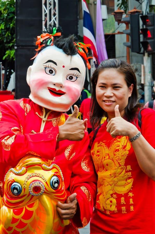 Nicht identifizierte Leute feiern mit chinesischer Parade des neuen Jahres stockbild
