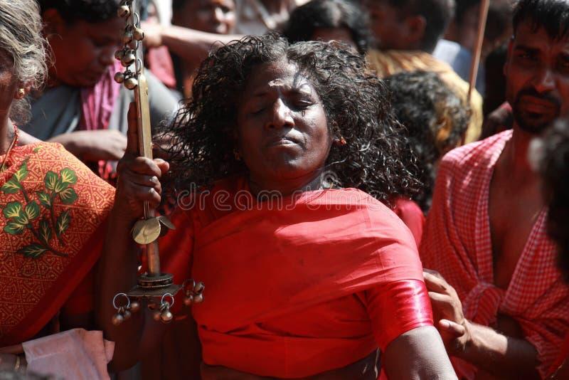 Nicht identifizierte Orakel tanzen in Trance während des Bharani-Festivals an Tempel Kodungallur Bhagavathi stockfotografie