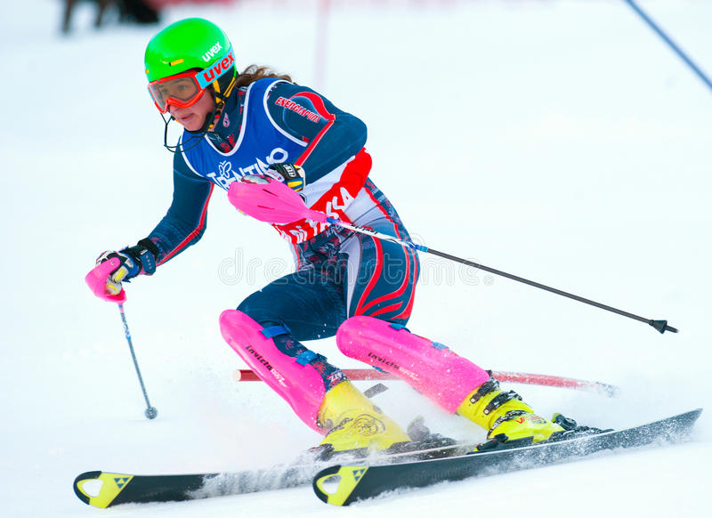 Nicht identifizierter Teilnehmer des Skirennens stockfotografie