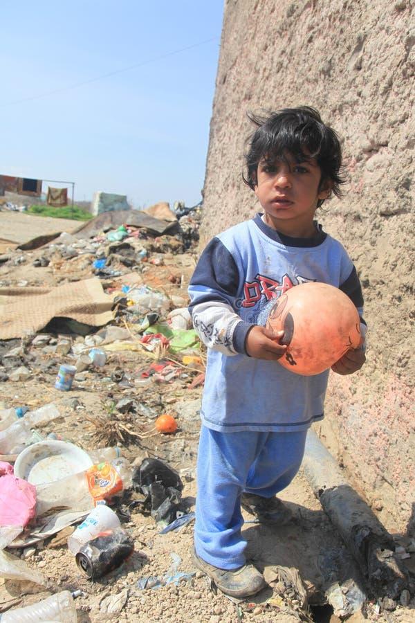Nicht identifiziertes Rom-Kindspielen   lizenzfreies stockbild
