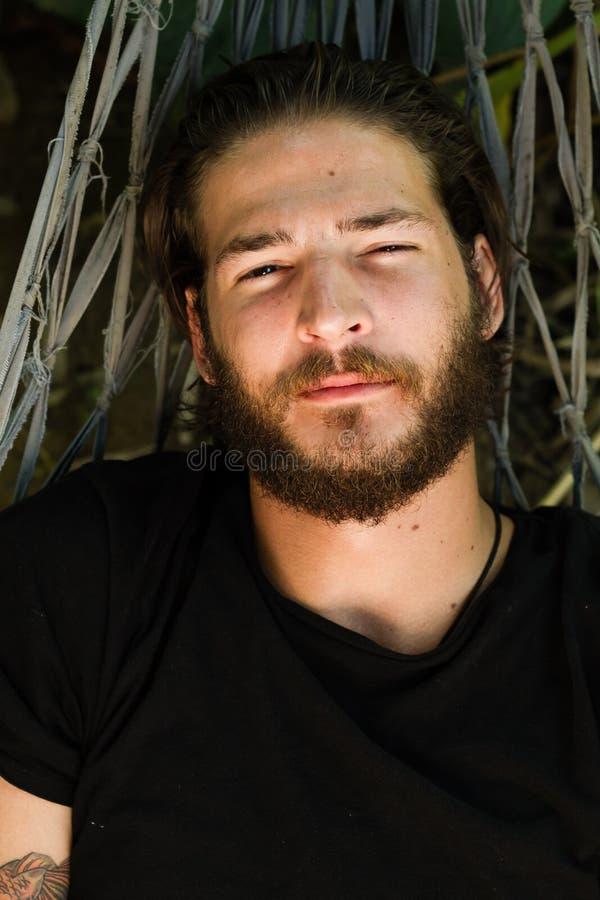 Download Nickerchen Machende Mannnahaufnahme Stockfoto - Bild von faul, kaukasisch: 27730376