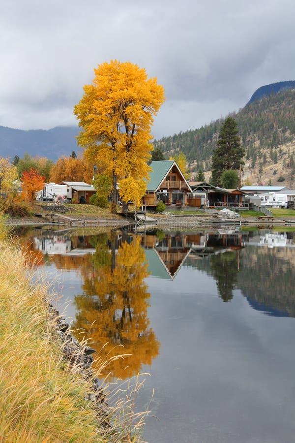 Nicola de lac réflexions de cabine BC verticales image stock