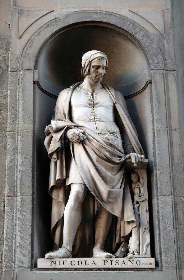 Nicola Pisano, Statue in den Nischen der Uffizi-Kolonnaden-UNO Florenz stockfotografie