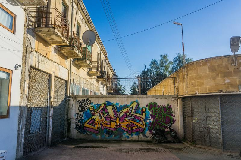 Nicosia/Chipre - em fevereiro de 2019: Zona morta em Nicosia, Chipre Feche acima da vista com detalhes imagem de stock royalty free