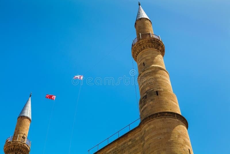 NICOSIA, CIPRO DEL NORD - 30 MAGGIO 2014: Vista sul simbolo nordico di Nicosia - campanili della moschea di Selimiye ex St Sophia fotografia stock libera da diritti