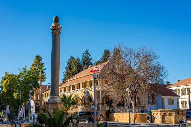 NICOSIA CYPERN - DECEMBER 3: Venetian kolonn på den Sarayonu fyrkanten arkivbild