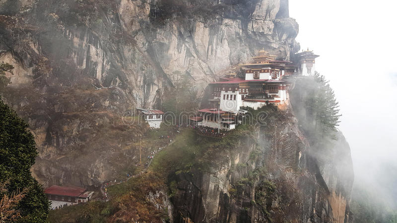 Nid du ` s de tigre de Taktsang, l'attraction stupéfiante au Bhutan photo libre de droits
