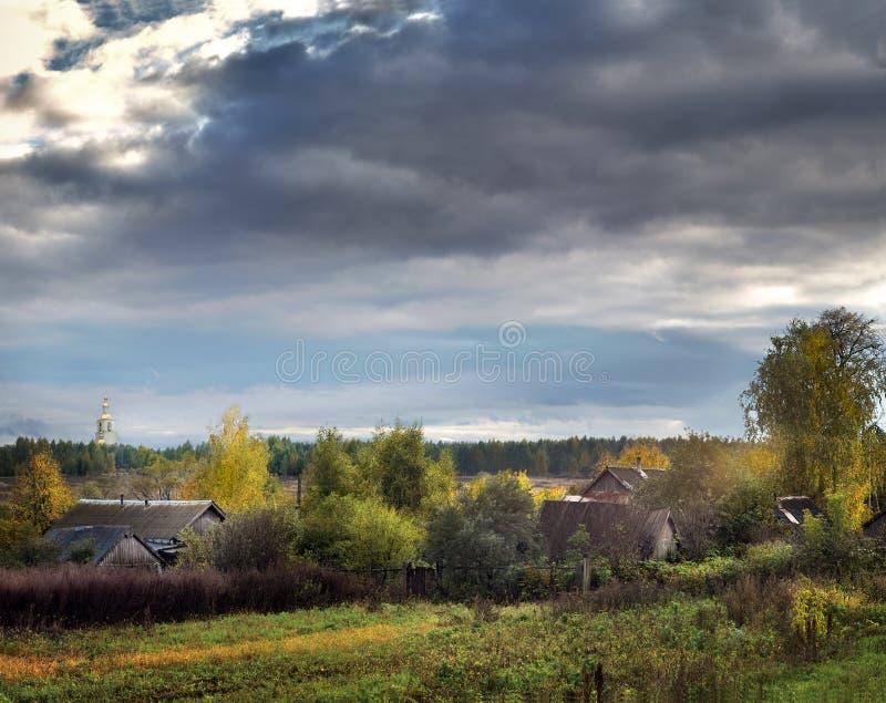 Nid-village russe au centre de la bigoterie russe, le monastère Russie, Diveevo de séraphin-Diveevsky de trinité sainte photos libres de droits