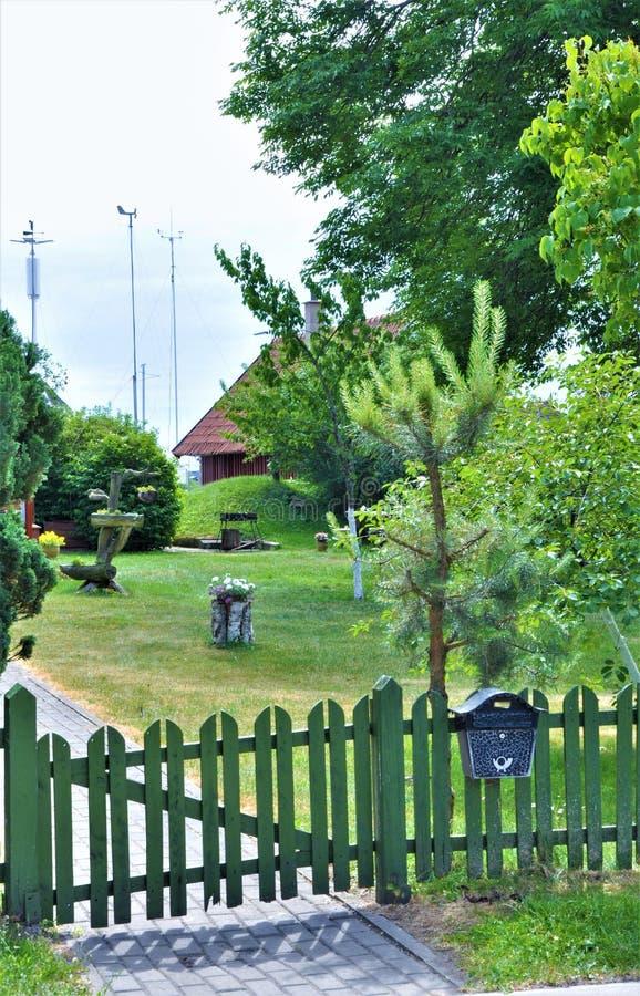 Nida es un acuerdo en el escupitajo de Curonian, en las cercanías meridionales de la ciudad de Neringa fotos de archivo