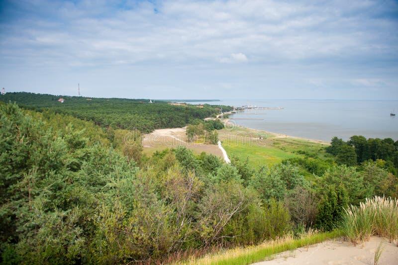 Nida - escupitajo de Curonian y laguna de Curonian, Nida, Klaipeda, Lituania fotografía de archivo
