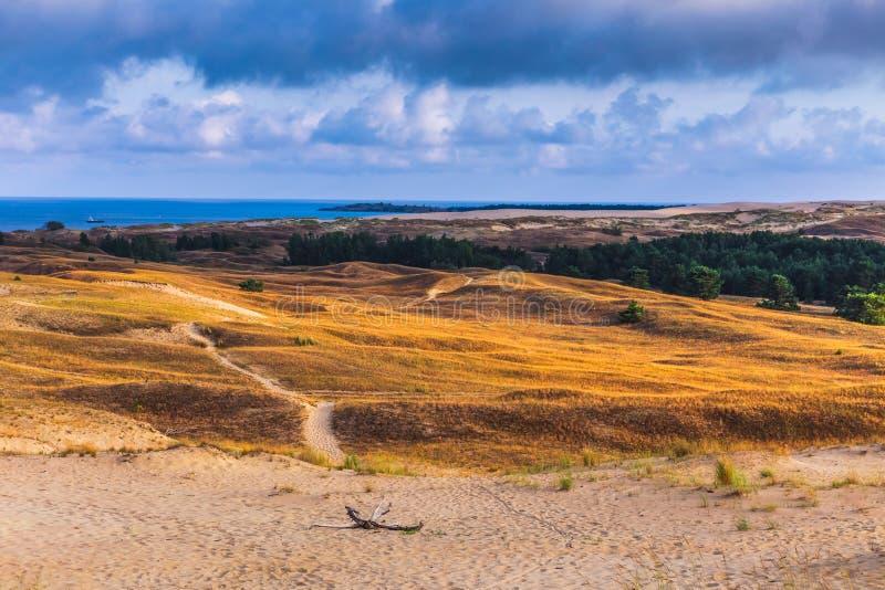 Nida - sputo di Curonian e laguna di Curonian, Nida, Klaipeda, Lituania Dune baltiche Eredità dell'Unesco Nida è individuato sopr fotografia stock libera da diritti