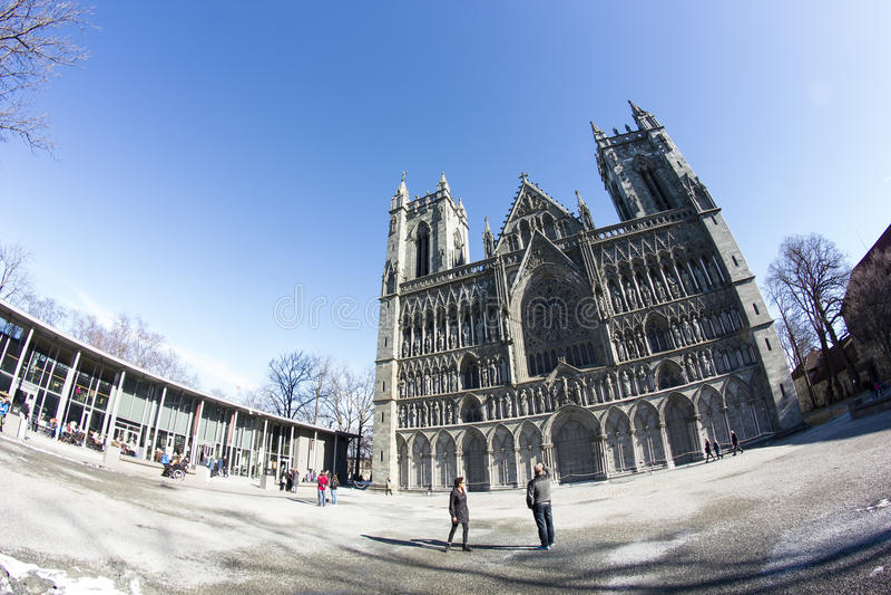 Download Nidaroskathedraal In Trondheim Redactionele Afbeelding - Afbeelding bestaande uit scandinavië, kathedraal: 39110205