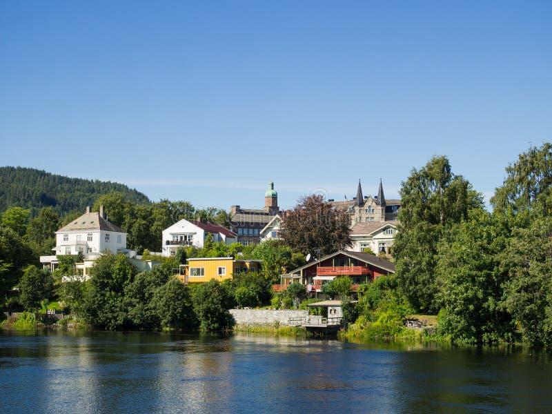 Nidelven i Trondheim, Norge royaltyfri bild