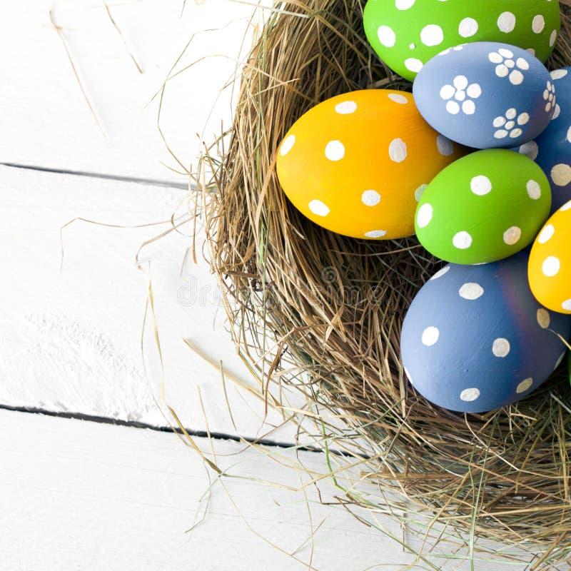 Nido di Pasqua con le uova fotografia stock libera da diritti