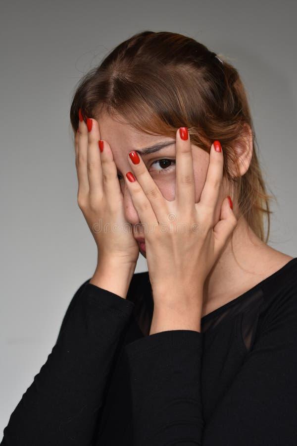 Nieśmiała Latynoska Nastoletnia dziewczyna zdjęcie stock